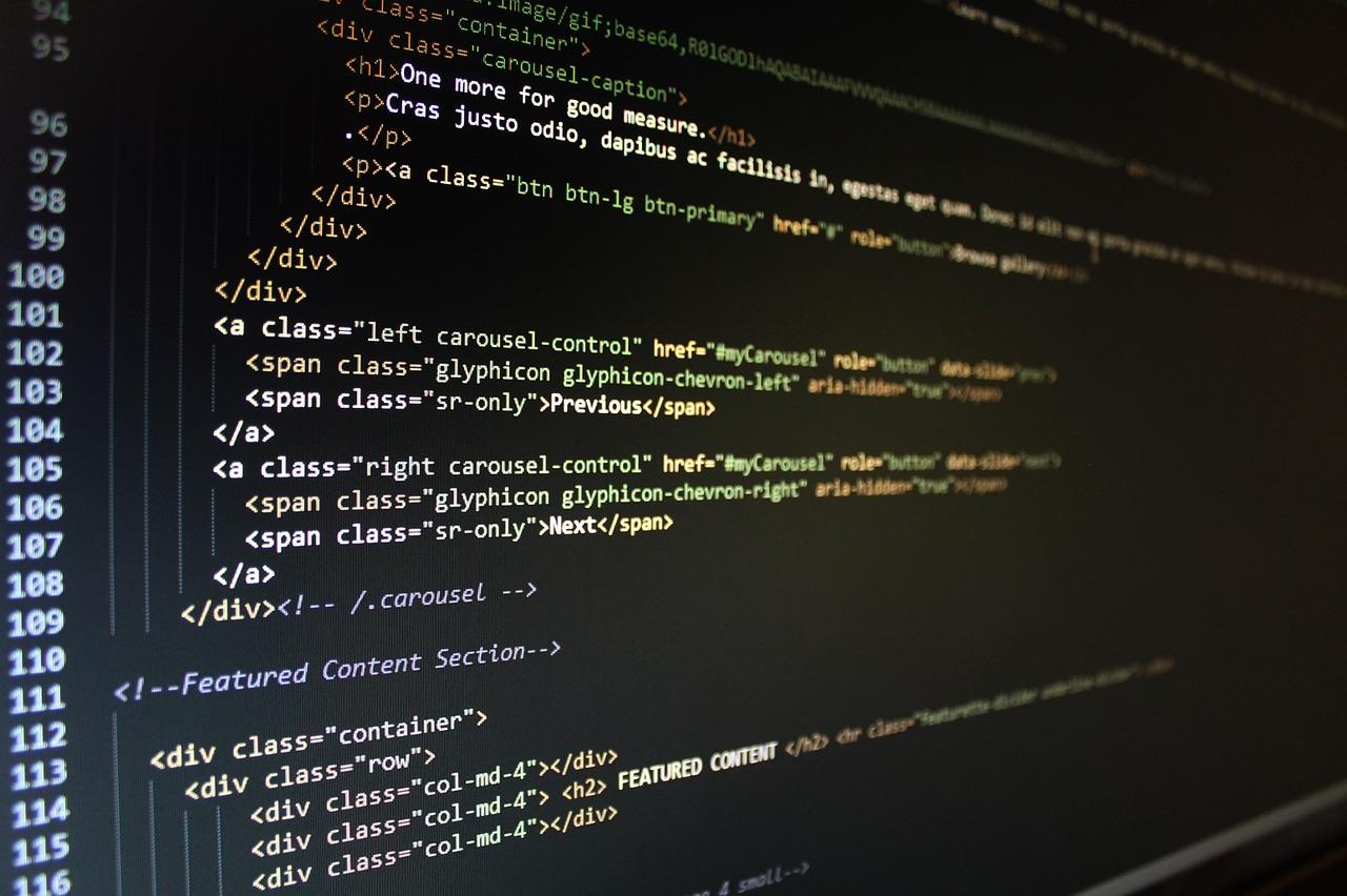 HTML und komplexe Code-Zeilen - beim Homepage-Baukasten nur für tiefgreifenden Änderungswünschen erforderlich.